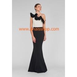 Vestido largo de fiesta con un solo hombro en blanco y negro