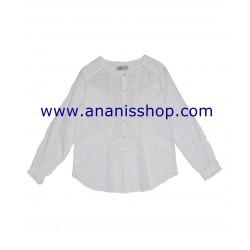 Camisa blanca bordada en cuello caja