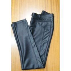 Pantalón leggin negro con brillo.