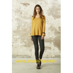 Jersey color mostaza con escote pico