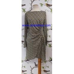 Vestido de punto con estampado pequeño de fondo gris