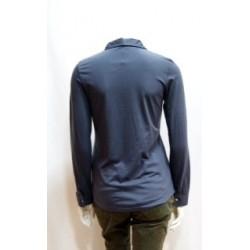 Camisa de punto azul denim.